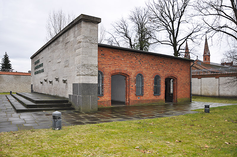 Memorial wall and shed of execution at Plötzensee Memorial Center